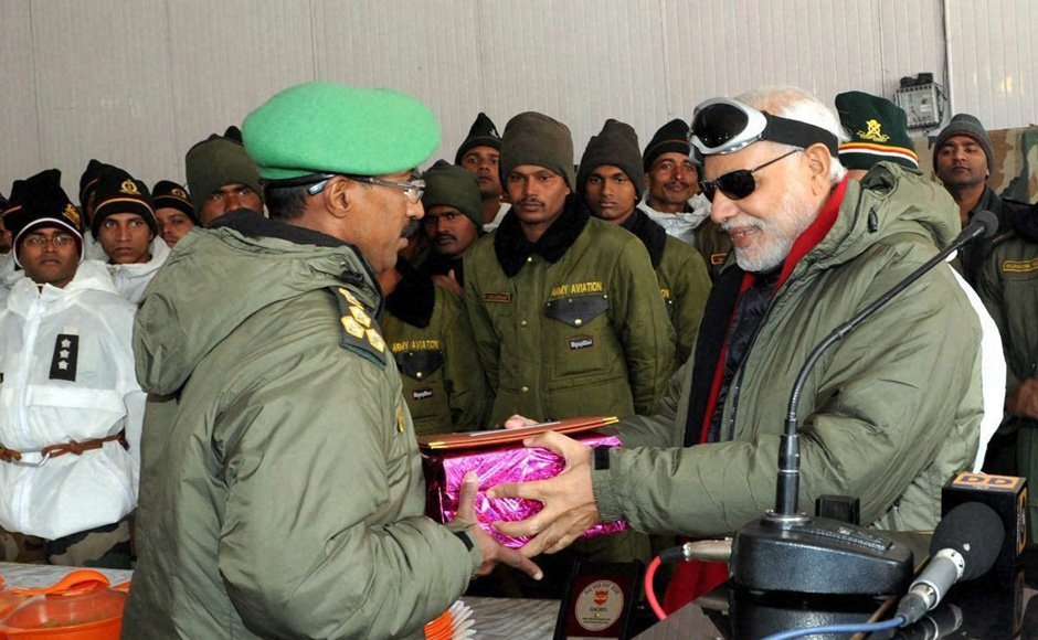 03_PM-at-Siachen