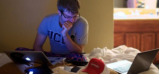 phone-laptop-ipad-multitasking-