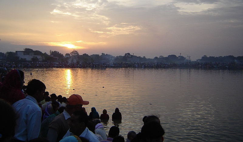 People_Celebrating_Chhath_Festival