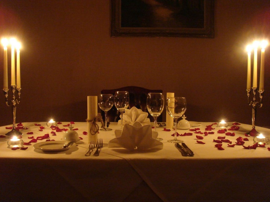 6359033720308911652032905530_decoration-for-candle-light-dinner